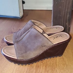 B.O.C. suede wedge heel size 7 M new